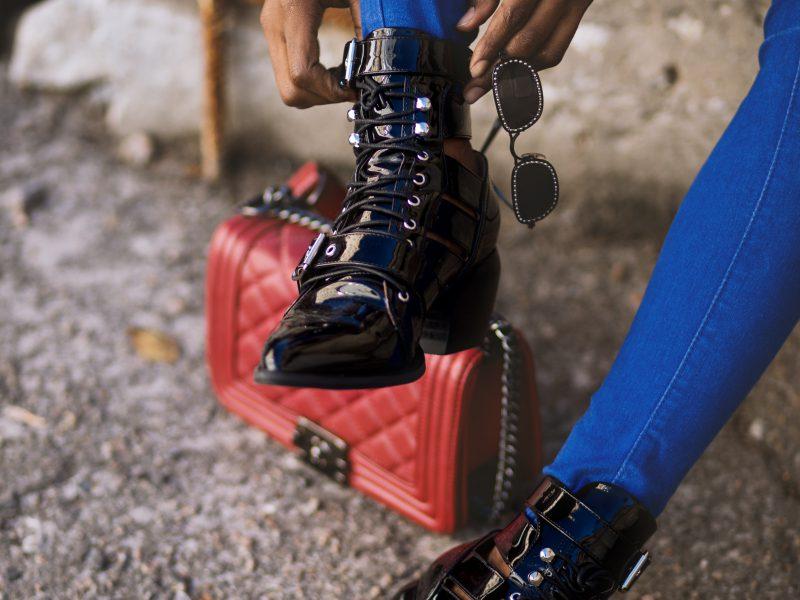 Breng je rocker-chic naar voren met biker boots.